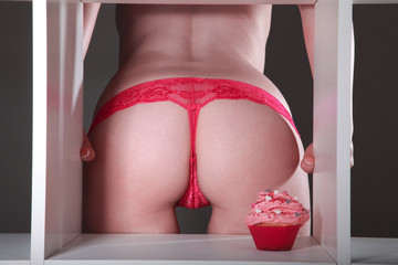 Sexy Frauen Hintern mit Cupcake, süße Versuchung