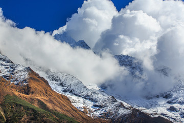 Dramatic sea of clouds and peaks in Himalaya