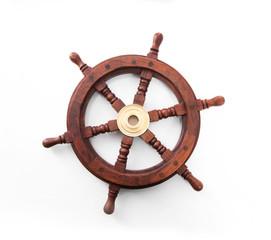 Steuerrad oder Ruder eines Schiffes isoliert auf weiß