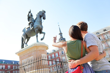 Foto auf Leinwand Madrid Madrid tourists on Plaza Mayor looking at statue