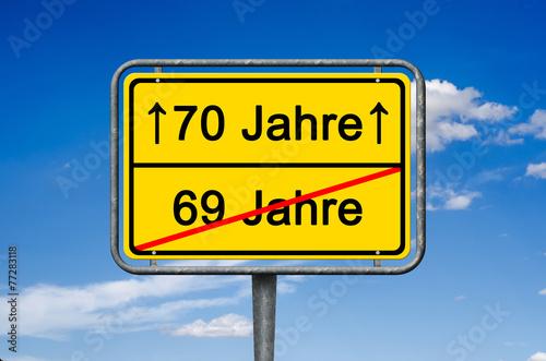 """""""Geburtstag, 69-70 Jahre, Ortsschild"""" Stockfotos und ..."""