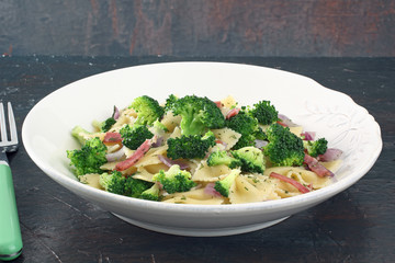 pasta insalata con broccoli