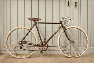 Aluminium Prints Bicycle Vintage racing bicycle in an old factory