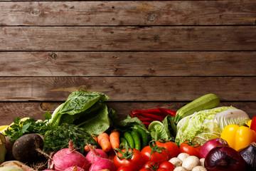 Foto op Plexiglas Groenten Healthy Organic Vegetables on a Wooden Background