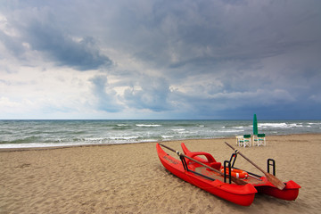 """lifeguard oar boat called in  italy """"pattino"""" or """"moscone"""""""