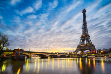Sunrise at the Eiffel tower, Paris Wall mural