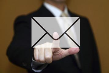 ビジネスマンとメール