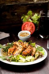 Hähnchenbrust auf Salat