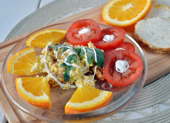 Omelette with oranges and tomatto for the Lunch