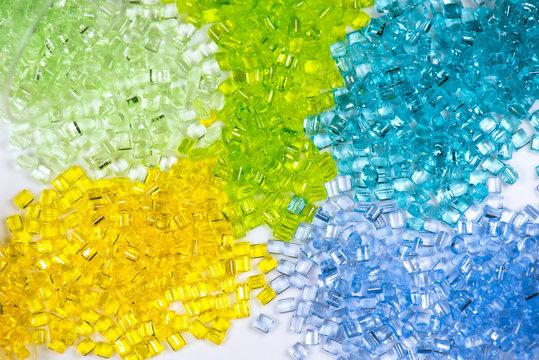 farbig transparente Kunststoffgranulate