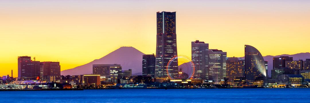 Yokohama Minato Mirai Skyline mit Mount Fuji und Landmark Tower