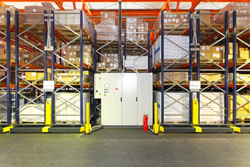 Automated shelving warehouse