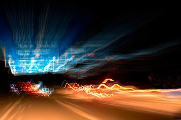 unscharfe Rücklichter nachts auf der Autobahn