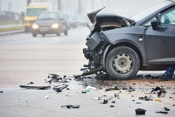 Obraz car crash collision in urban street - fototapety do salonu