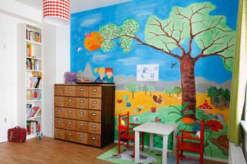 Bildergebnis für Bilder zu fröhlichen Kinderzimmer mit spielenden Kindern