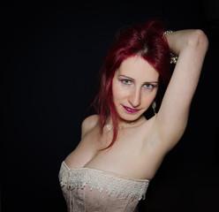 Ragazza sensuale con seno grande