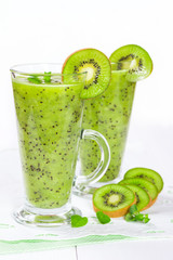 Fototapete - Smoothie with kiwi