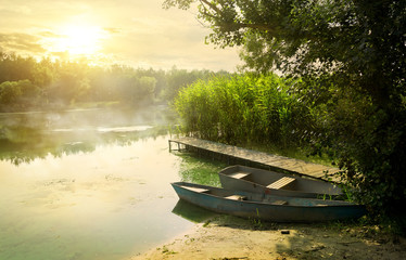 Foto auf Leinwand Fluss Boats near pier