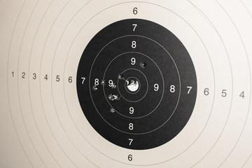 Zielscheibe mit Treffern