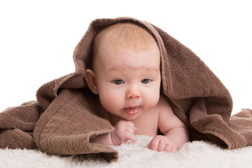 Baby mit Handtuch