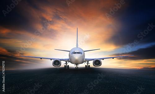 Авиалайнер в воздухе  № 2357482 бесплатно