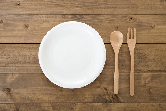 白い皿 フォーク スプーン