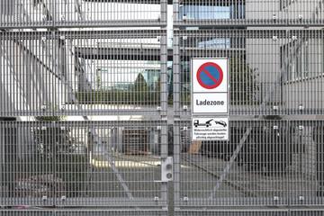 Einfahrt Metall Tor