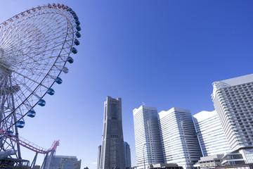 横浜みなとみらい21 快晴青空 見上げる