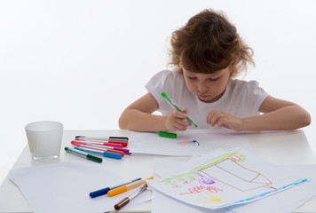 Little girl who draws