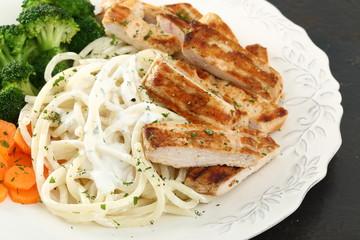 pasto completo spaghetti carne e verdure