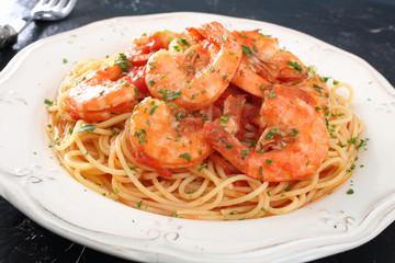 pasta con pesce spaghetti e gamberi
