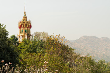 ワット・タム・スアの仏塔 遠景