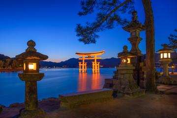 Fototapete - Itsukushima Schrein in Miyajima Japan