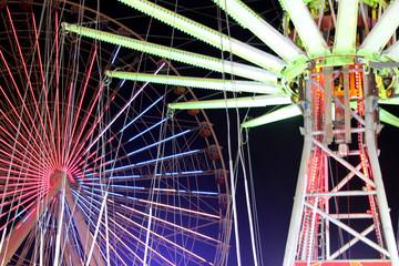 Ferris wheel with swing
