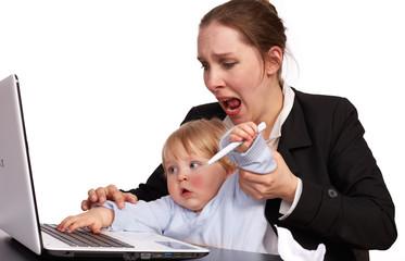 Mutter und Kind bei der Arbeit Serienbild 17