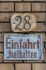 Hausnummer 28