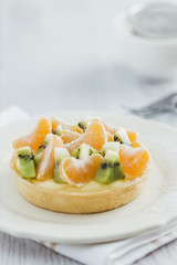 Tart with tangerine and kiwi