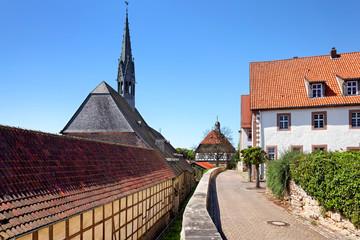 Gymnasium und Kirch Maria-in-vinea, Warburg