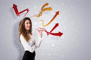 junge Frau mit vielen Ideen
