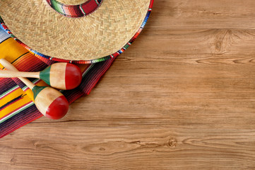 Photo sur cadre textile Mexique Mexican sombrero and blanket on pine wood floor