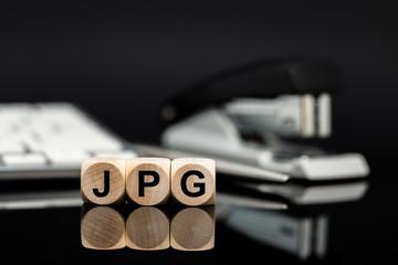 JPG - Würfel vor Büromaterial