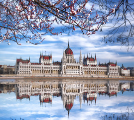 Keuken foto achterwand Boedapest Parliament during spring time in Budapest, Hungary