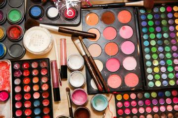 schminke,kosmetik einer maskenbildnerin,