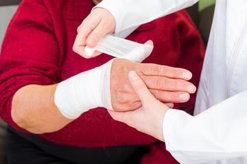 Thumb bandaging