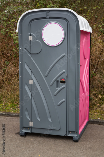 beheizte toilette f r baustellen und feste stockfotos und lizenzfreie bilder auf. Black Bedroom Furniture Sets. Home Design Ideas
