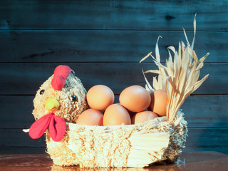 eggs in straw hens
