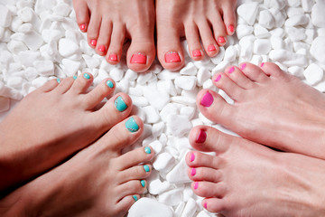 Photo sur Plexiglas Pedicure Colorful painted toes