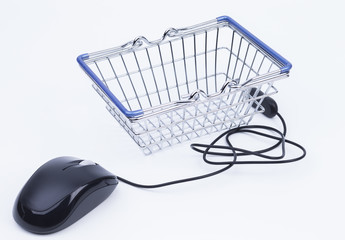 Maus und Einkaufskorb