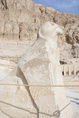 Estatua de Horus en el Templo de Hatshepsut, Egipto.