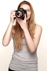 Hübsche Frau beim Fotografieren